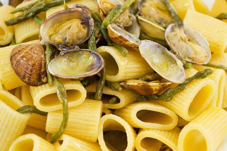 short sleeves with asparagus and clams photo