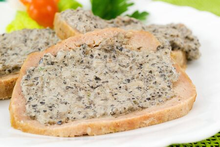 albondigas: pastel de carne en rodajas