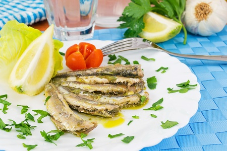 Marinated anchovies in the dish with lemon Imagens - 13170555
