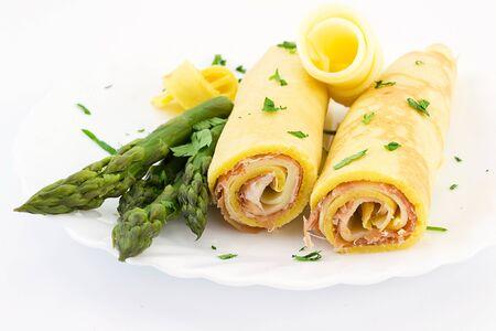crepas: crepes rellenos de jamón dulce y queso provolone