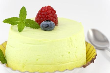 pistache taart met rode vruchten