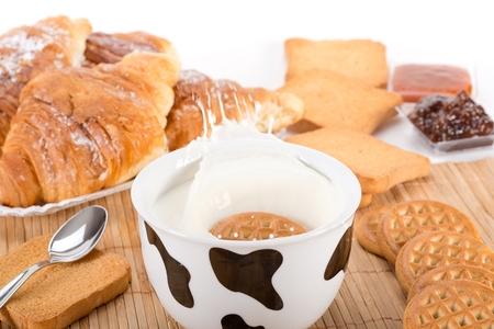 grate: latte e biscotti prima colazione Archivio Fotografico
