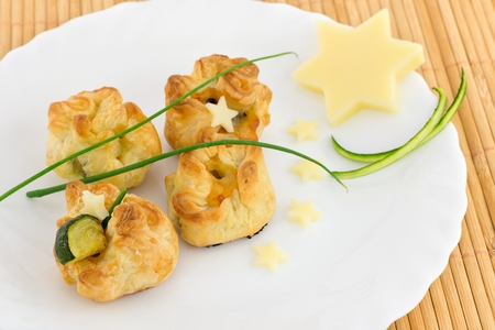 puff pastry stuffed with zucchini and cheese Imagens - 32176187
