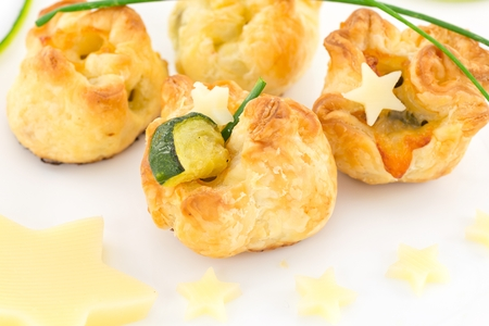 puff pastry stuffed with zucchini and cheese Imagens
