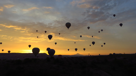 Dozens of Hot Air Balloons Flying Over Cappadocia Stockfoto - 100535809