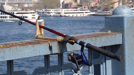 Fishing Pole at Galata Bridge in Istanbul Stockfoto