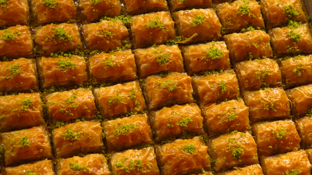 Traditional Baklava Sold at Spice Bazaar Stockfoto - 100536070