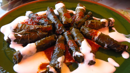 Traditional Turkish Sarma Made With Grape Leaves at Restaurant Stockfoto