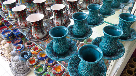 Turkish Turquoise Blue Ceremic Tea Cup Set in Shop Stockfoto