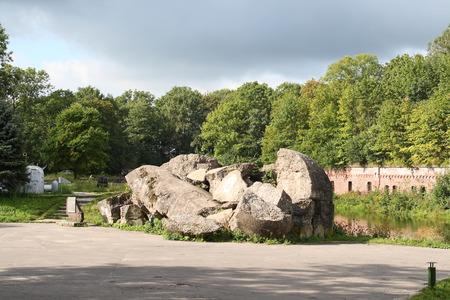укрепление: Ruins of the enormous military strengthening of the times World War II