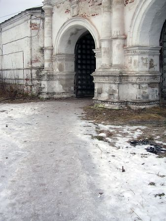 Entrance to the territory of Pokrovskiy of the cathedral           Stock Photo - 2021112