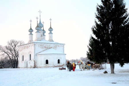the coachman: Trip in the sleighs along the streets of city Suzdal