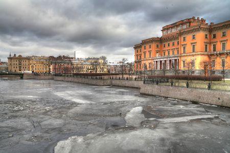 Mikhajlovsk 城、川、モイカのビュー