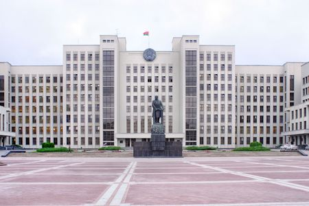 minsk: Lenins statue and House of Government on the area of Freedom in Minsk city   Stock Photo