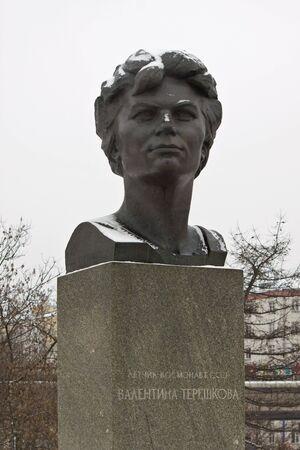 tereshkova: Sculture di cosmonauti in un vicolo della citt� di Mosca
