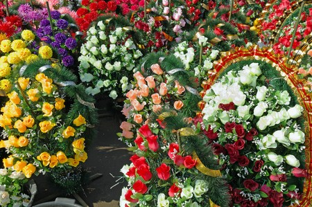 wreaths: Flowers to the grave