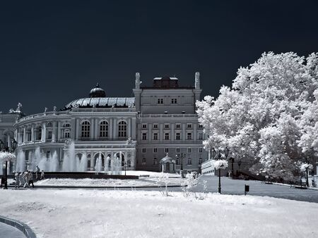 selectivity: An opera theater is in city Odessa. IR
