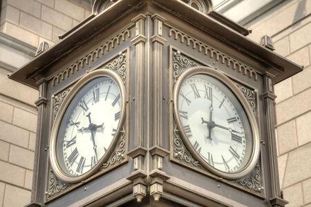 divergence: Street clock