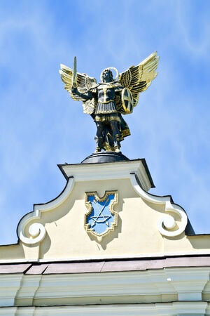 angel de la independencia: Puerta del Sur de la antigua Kiev. Santo Arc�ngel Miguel - arc�ngel principal Foto de archivo