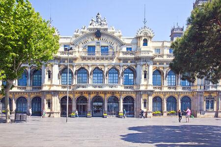 SPANJE, BARCELONA - Mei 5.2014: Oud gebouw Advies van havenwerken, monument van architectuur op het gebied van Columbus