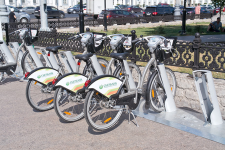 maneuverable: RUSSIA, MOSCOW - August 04. 2014: Stand and rent of bicycles in the center of city