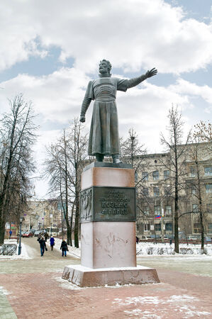 minin: .RUSSIA, NIZHNY NOVGOROD - November 17.2014: Kozma Minin Monument. Street in the city