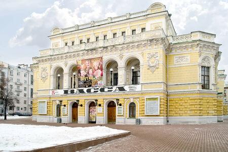 repertoire: RUSLAND, Nizhny Novgorod - November 17,2014: De historische bouw van de State Academic Drama Theater in de stad Redactioneel