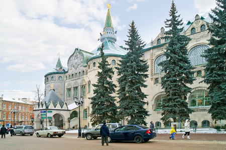 establishment states: RUSSIA, NIZHNY NOVGOROD - November 17.2014: Pedestrian street Bolshaya Pokrovskaya. Building of the State bank of Russia