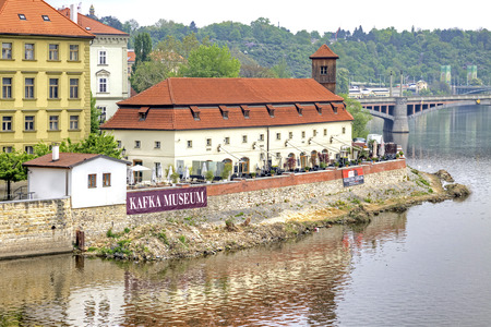 franz: CZECH REPUBLIC, PRAGUE - April 28.2014: Vltava river and the building of the Museum of Franz Kafka Editorial