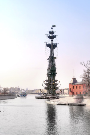 sights of moscow: MOSCOW, RUSSIA - March 28.2015: Monument to Peter I, Yacht Club, Vodootvodny channel and the river Moskva