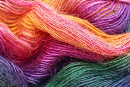 varicoloured: Hilos de lana VARICOLOURED est�n en una bola