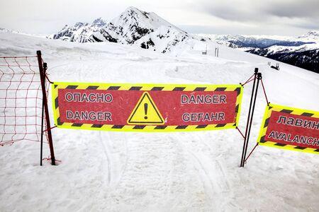 no pase: Pase N� zona peligrosa. �rea de colas de avalanchas de nieve