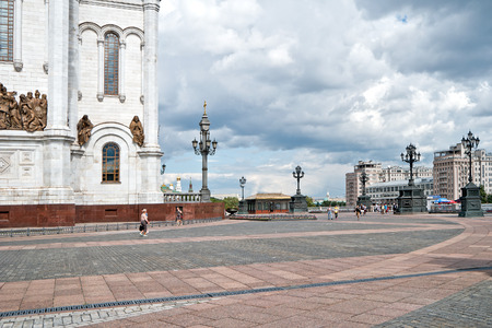 grandiose: MOSCOW, RUSSIA - July 22.2015: Square in front of the Cathedral of Christ the Savior and the Patriarshy Bridge