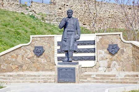 descubridor: Feodosia, Crimea, Rusia - el mayo 07.2009: Monumento al conocido comerciante de Tver, descubridor y viajero a Afanasi Nikitin