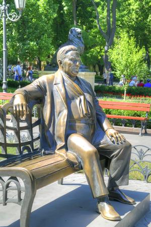 entertainer: ODESSA, UKRAINE - June 04.2011: The sculpture of the famous entertainer Leonid Utyosov in city park