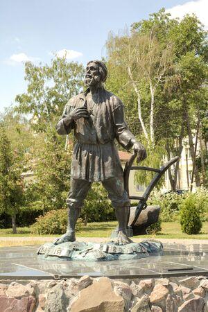 fellow: SculptureTambov fellow in a municipal park on the Kronshtadt area