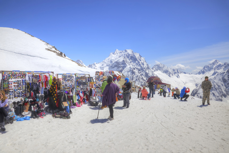 levantandose: DOMBAY, RUSSIA - May 03.2015: Little tourist accessories market and cafe on the first level of getting up on the mountain Mussa-Achitara
