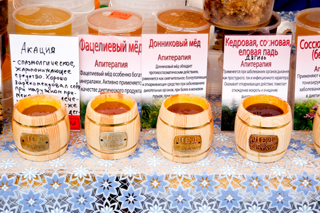 curative: MOSCOW, RUSSIA - August 18.2013: Sale and description of curative properties of honey Editorial