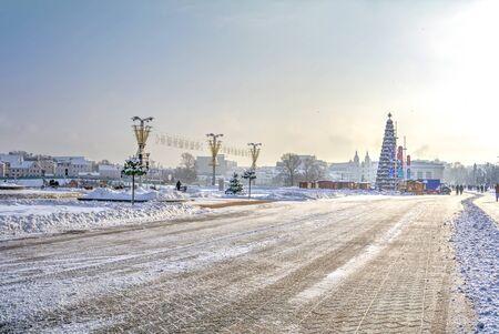 frostily: MINSK, REPUBLIC OF BELARUS - January 16.2017: Winter cityscape. New-year fair on boulevard of Winners in a center city