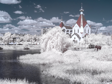 Suzdal Pond and the Church of All Saints Russian. Infrared photography 版權商用圖片