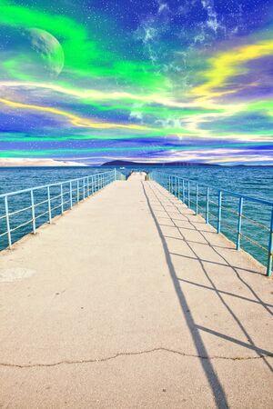 Collage. Mooring op de zee van een andere planeet Stockfoto