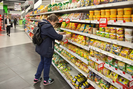 KALININGRAD, RUSSIA - April 28.2018: Customers in grocery store buy products Redactioneel