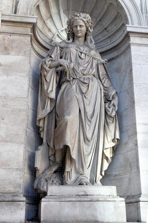 Fuente Alegoría del Danubio. La composición representa al dios de los ríos: Danubius, protector Vindobonyt. Construcción 1869