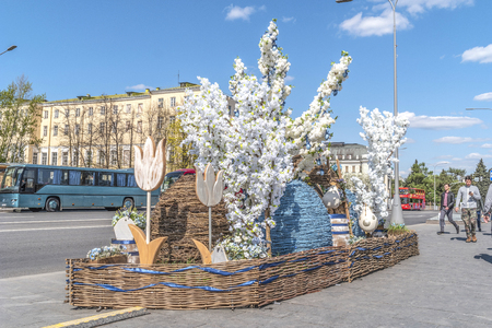 MOSCOW, RUSSIA - April 29.2019: Easter installations of symbols of the Christian holiday near the Cathedral of Christ the Savior Редакционное