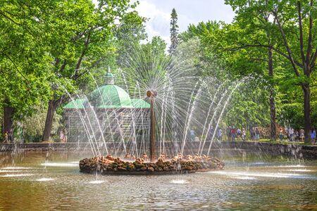 PETERHOF, RUSSIA - June 07.06: The territory of the Nizhniy Park. Menazheriyskiy pond. Fountain Sun