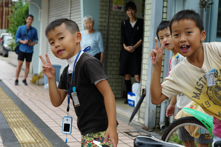 Saga, Japan:September 1,2018 - Portrait group of Japanese boys with their bicycles after school. Liefstyle of Japanese children in using bicycle Archivio Fotografico - 123677908