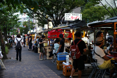FUKUOKA, JAPAN - August 30,2016 : fukuoka's famous food stalls (yatai) located along the river on Nakasu Island Archivio Fotografico - 123677944