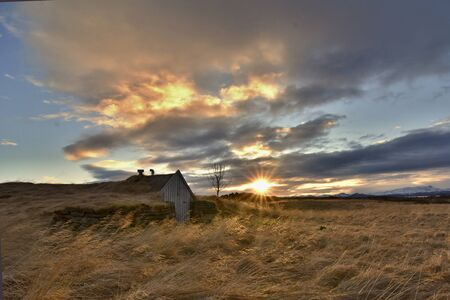 Abandoned and rural turfy hut in Iceland, Europe. 版權商用圖片