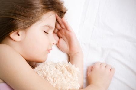 little girl sleep with teddybear