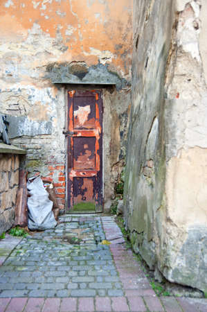 wall and old vintage wooden door Stock Photo - 18903849